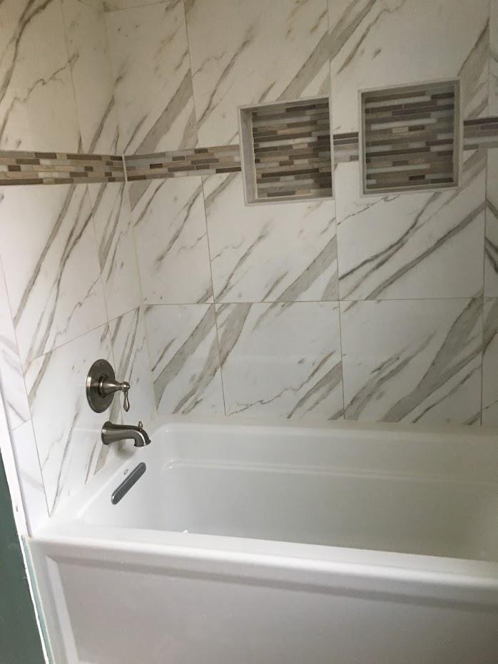 modern bath tub design with patterned walls