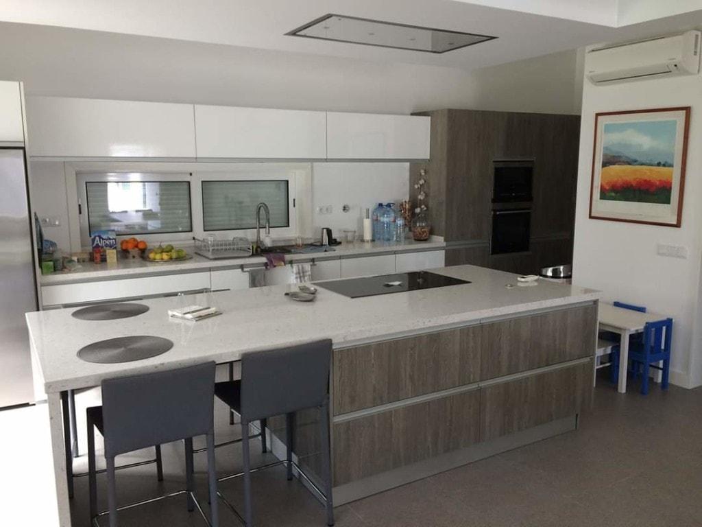 Modern Silestone Countertop kitchen design in white