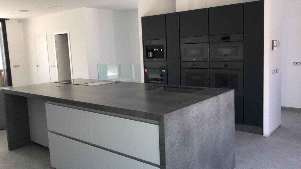 Silestone Countertop black kitchen design